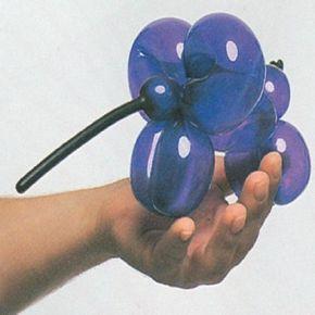 Make an elephant balloon.