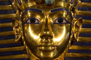 Because artifacts related to King Tutankhamen are extremely popular with museum goers, a genuine statue of one of his relatives would be a huge visitor draw for a museum.