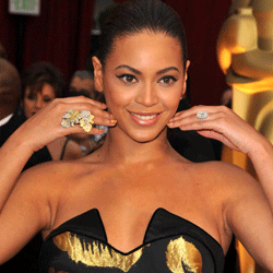 Beyoncé may try to play down her lips when she's performing as her alter ego. But at the 2009 Academy Awards, she wasn't afraid to highlight her kisser.
