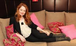 Actress Miranda Otto in a fitted blazer.