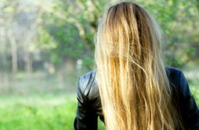 Dry shampoo can help you get naturally gorgeous hair.