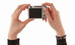 Fiddling with your focus lock can help you avoid some of the pitfalls of the autofocus feature -- and improve your picture-taking skills.