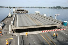 The SR 520 bridge features a draw span that allows boats and barges to pass through the floating bridge. The draw span remains closed to vessels and open to vehicle traffic 5 a.m. to 9 pm. weekdays because of commuter traffic.