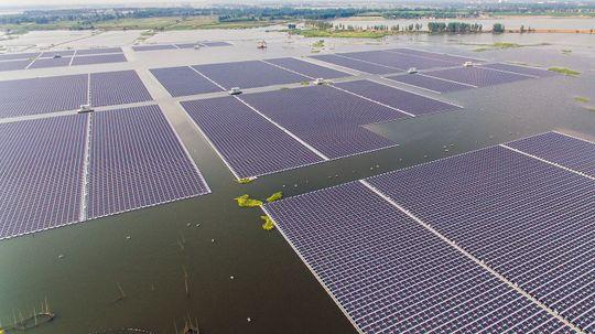 China Flips Switch on World's Largest Floating Solar Farm