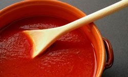 If a sauce like this tomato sauce can stain your clothes, it can probably stain your teeth.