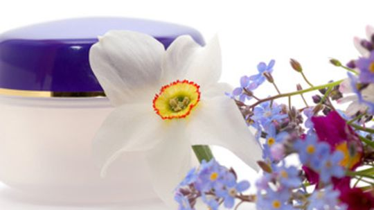 How does fragrance work in skin cleansers?