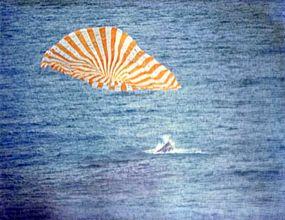 Gemini X splashes down into the ocean.