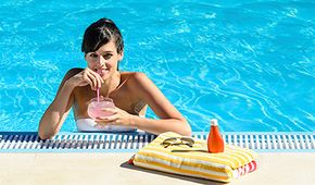 Read on to learn how you can enjoy that cocktail by the pool without feeling guilty.