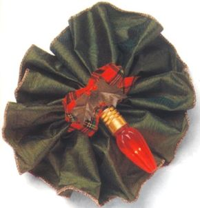 This rosette makes a perfect holiday barrette.