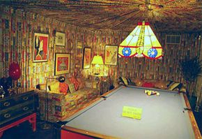 The billiard room is an example of 1970s décor and Elvis flair.