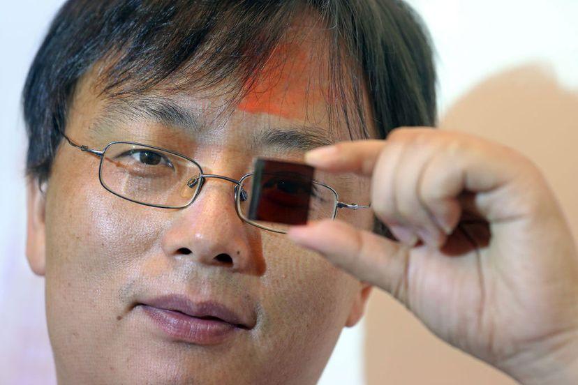 低成本半透明钙钛矿太阳能电池