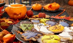 Arrange your sweets in a tasteful, fall-like setting.