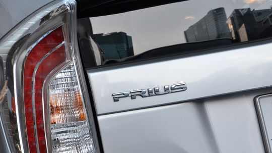 Do hybrid cars perform well in cold weather?