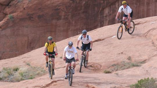 How do I stay hydrated while mountain biking?