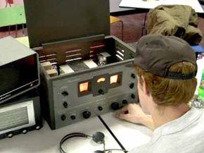 Vintage tube-type short-wave receiver
