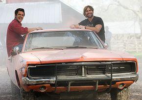 Johnny Knoxville and Seann William Scott as Luke and Bo Duke
