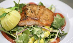 This grilled salmon and spinach salad is both delicious and nutritious.
