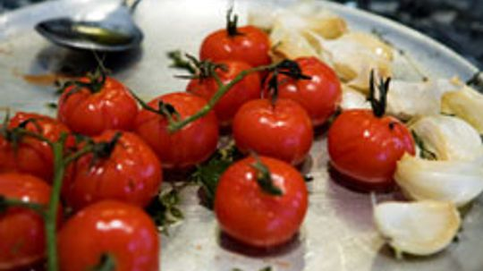 10 Best Herbs to Pair with Tomatoes