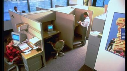 3 Tips For Hiding Your Computer Screen at Work