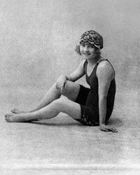 Athletic ladies of the early 20th century ditched the stockings, skirts and long sleeves.