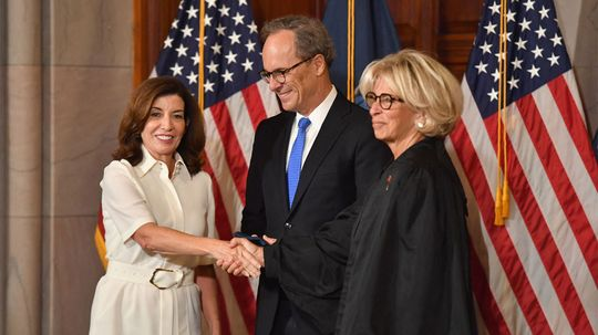 5 Facts About Kathy Hochul, NY's First Female Governor