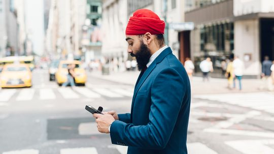 Look Alive, Cell Phone Zombies — Honolulu to Ban Texting While Crossing a Street