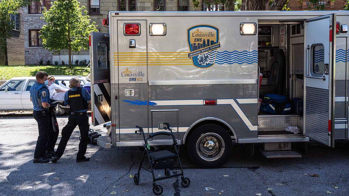 あなたの病院はCOVID-19のために救急車を迂回させていますか?