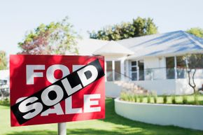 Buying an unseen house through the Internet is possible, but presents potential red flags.