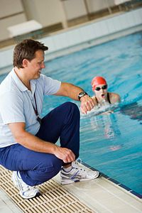 Serious swimmers may find that they achieve faster race times after working out with pull buoys.