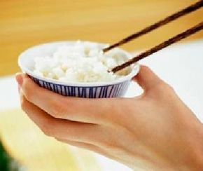 Rice is the best solid food to eat to treat diarrhea according to traditional Chinese medicine.