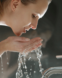 Wash your face before you apply the eyelashes.