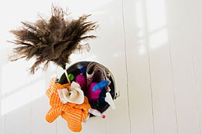 That feather duster is just perfect for keeping a DVD player lint-, dirt- and dust-free.