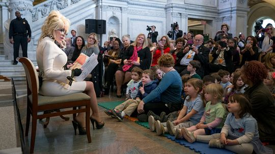 Dolly Parton Donates 100 Millionth Book
