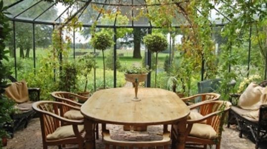 How to Bring the Outdoors in With Indoor Gardens