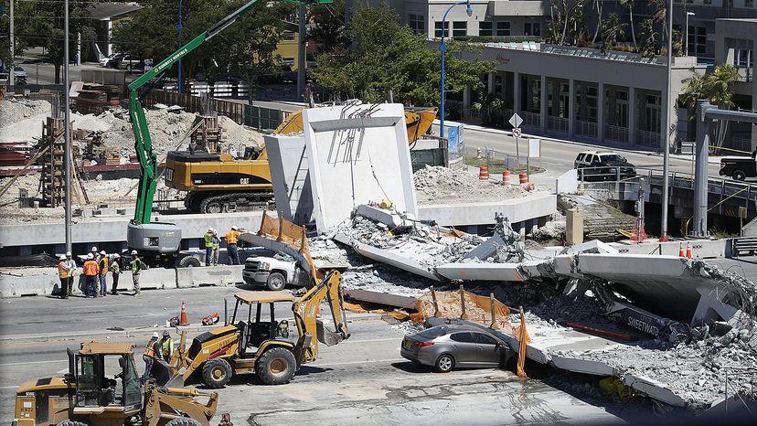 桥梁坍塌,迈阿密