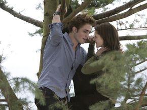"""Robert Pattinson (left) and Kristen Stewart (right) star in the thriller """"Twilight."""""""