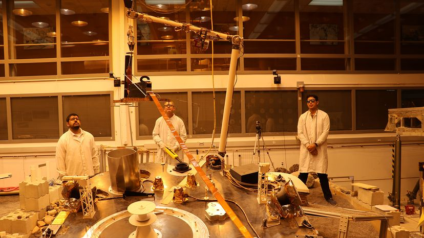 InSight team tests the spacecraft's robotic arm