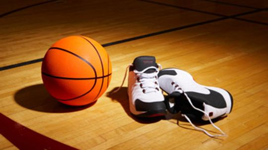 How to Find an Intramural Basketball League