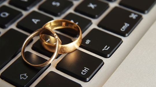 How has the Internet changed the wedding industry?