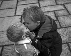 Image courtesy Esther Seijmonsbergen/Stock.xchng                              Whether, why and how people kiss depends largely on psychological, biological and social factors.