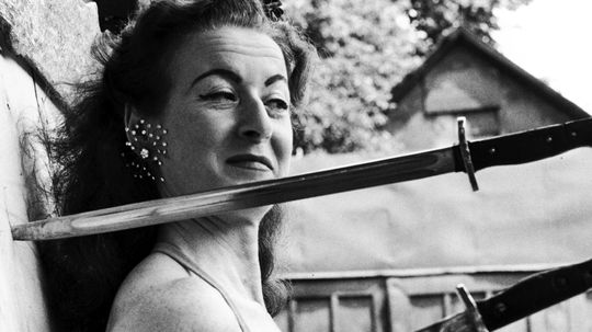 How dangerous are knife-throwing acts?