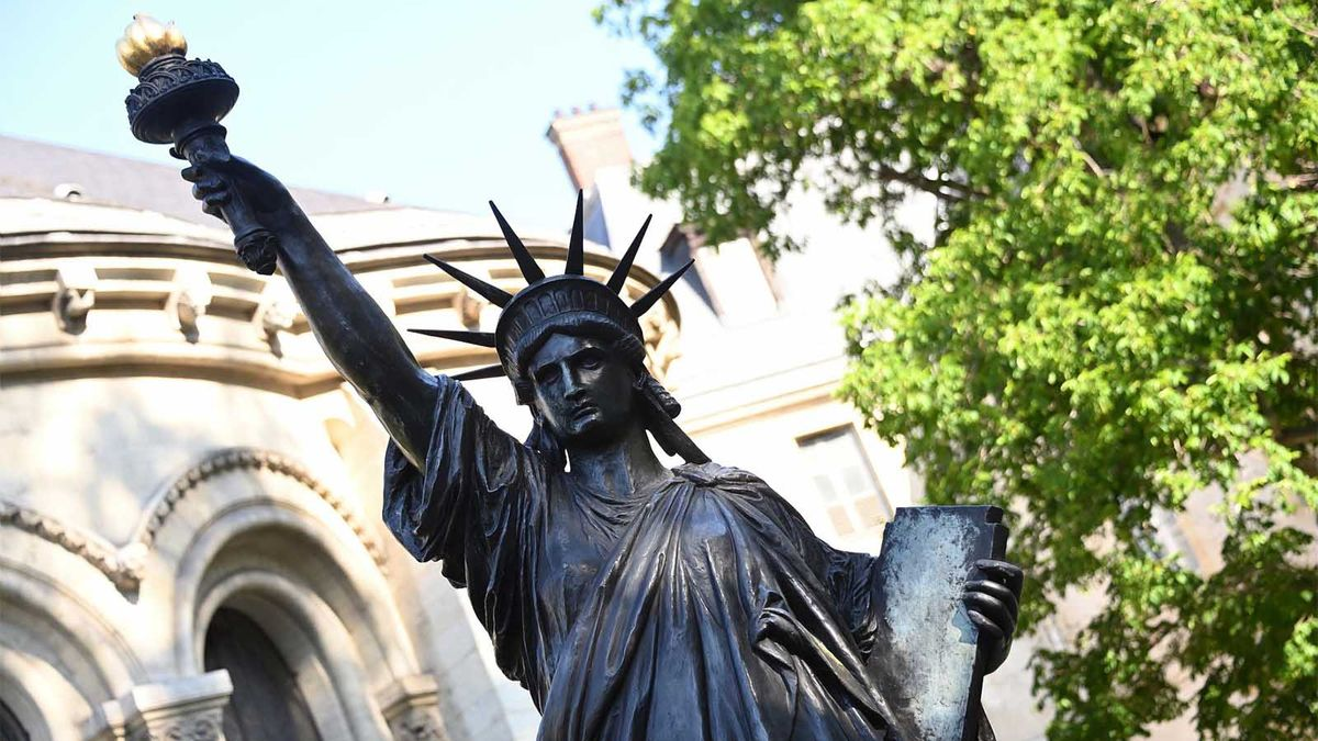 Francia envía el 'Mini Yo' de Lady Liberty a Nueva York