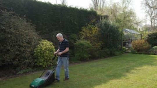 How Lawn Mowers Work