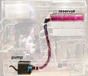 Many cooling reservoirs fit into a computer's drive bay.