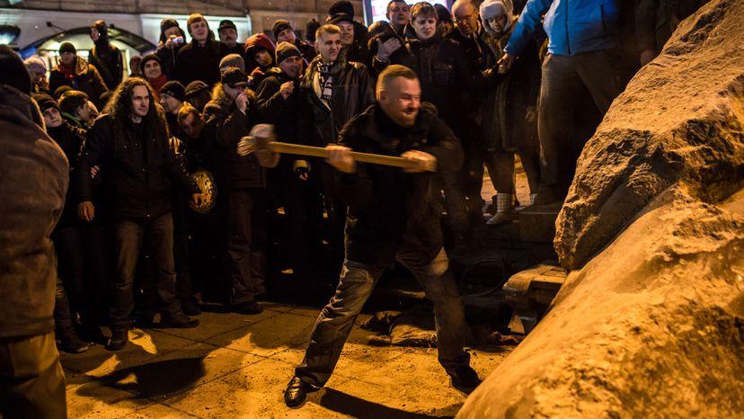 Ukrainians destroy statue of Lenin