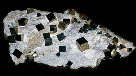What's the Difference Between Pyrite and Gold?