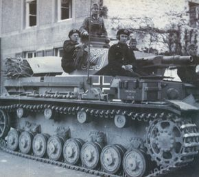 The original task of the Panzerkampfwagen IV was to serve as a heavy-fire support vehicle for the Panzerkampfwagen III.