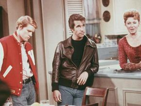 """Actors Ron Howard, as Richie Cunningham, Henry Winkler, as Arthur """"Fonzie"""" Fonzarelli, and Marion Ross, as Marion Cunningham, in a scene from """"Happy Days,"""" circa 1975."""