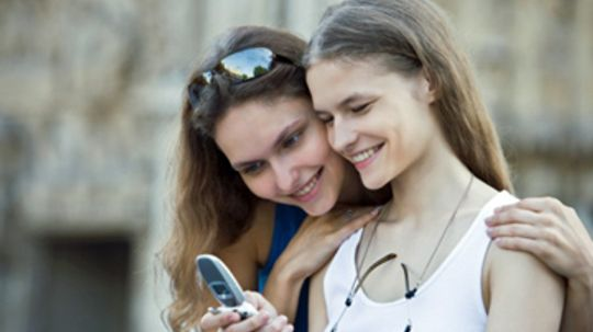 Should parents read their kids' text messages?