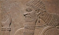 A wall carving in nearby Assyria, another Mesopotamian state. Note the beer missing from the ruler's hand.
